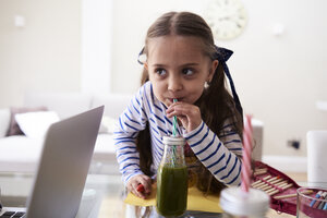 Portrait of little girl drinking green smoothie - IGGF00013