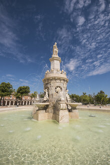 Spain, Madrid, fountain monument in Aranjuez, Famous royal village - DHCF00116