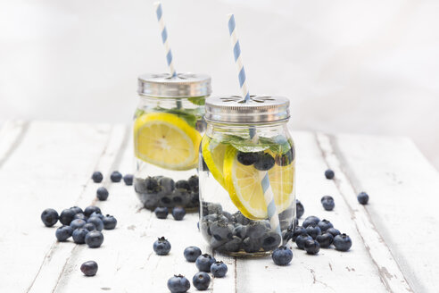Two glasses of infused water with lemon slices, blueberries and mint - LVF06254
