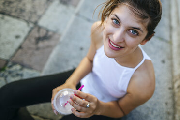 Portrait of young woman drinking a smoothie - KIJF01667