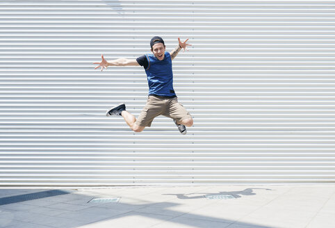 Young man jumping in the air - FMOF00290