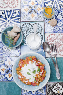 Turkish bulgur dish with tomatoes, chickpeas and yoghurt - CZF00296