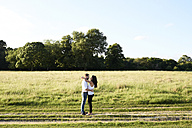 Young couple face to face in nature - IGGF00050