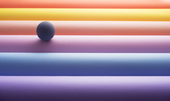 Sphere on colourful tubes, 3D Rendering - DRBF00004