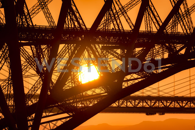 UK, Scotland, Fife, Edinburgh, close-up of Firth of Forth estuary, Forth Bridge, Forth Road Bridge and Queensferry Crossing Bridge in the background at sunset - SMAF00812