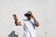 Man wearing Virtual Reality Glasses - MGIF00069