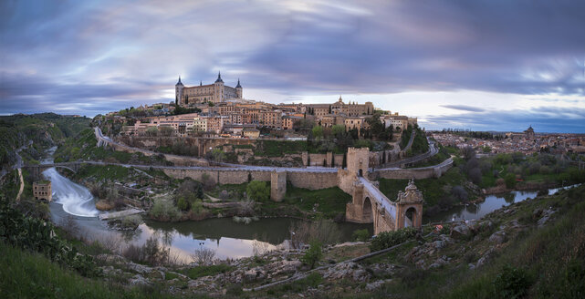 Spain, panorama view of Toledo in the evening - EPF00453