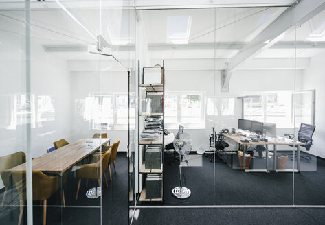 Empty modern office - KNSF02320
