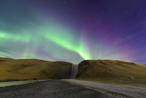 Iceland, Northen lights over Skogafoss waterfall - EPF00454