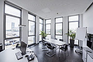 Germany, Berlin, office with view to Spree - DIGF02677
