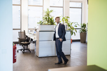 Businessman with files in the office - DIGF02701