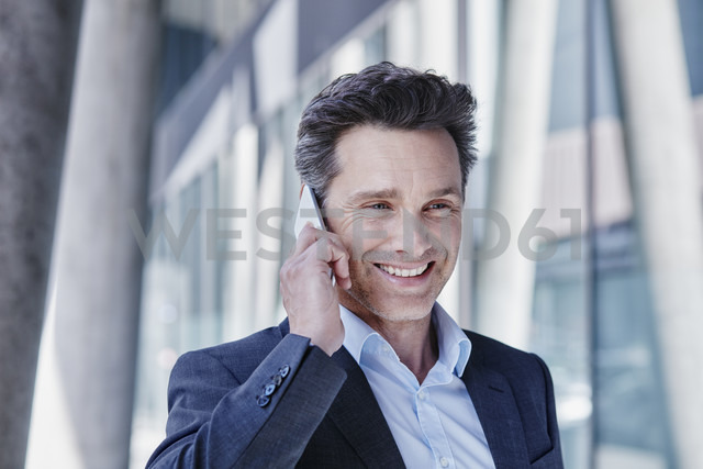 Portrait of smiling businessman on the phone - RORF00984