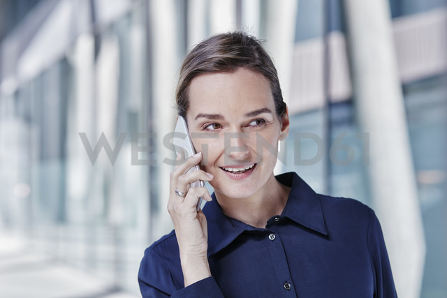 Portrait of businesswoman on the phone - RORF00990