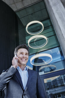 Portrait of smiling businessman on the phone - RORF01002