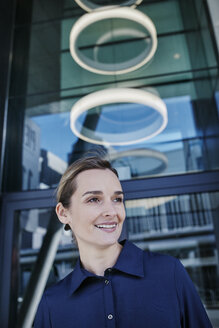 Portrait of smiling businesswoman - RORF01008