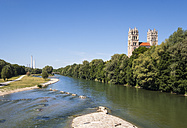 Germany, Bavaria, Munich, river Isar with Fruehlingsanlagen, church St. Maximilian and cogeneration plant in background - SIEF07477