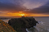 UK, Scotland, Stonehaven, Dunnottar Castle at sunrise - FOF09273