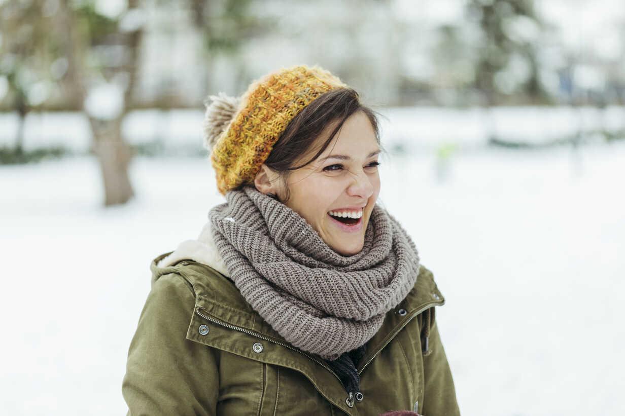 Portrait of laughing woman in the snow - ZEDF00800 - Zeljko Dangubic/Westend61