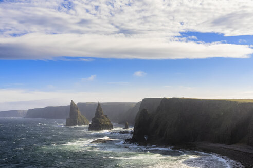 UK, Scotland, Caithness, Coast of Duncansby Head, Duncansby Stacks - FOF09293