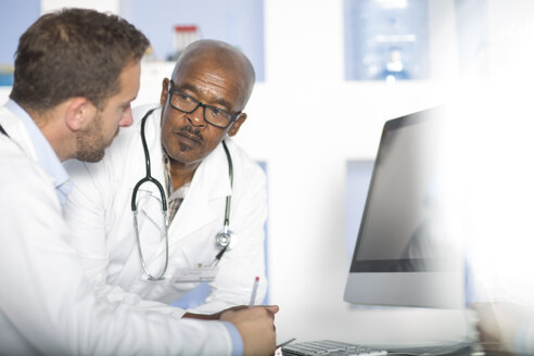 Two doctors discussing at computer screen - ZEF14511