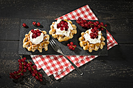 Waffles with low-fat curd, jam and red currants - MAEF12405
