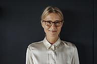 Portrait of smiling businesswoman - JOSF01423