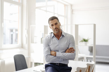 Portrait of confident businessman in office - KNSF02420