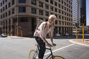 Mature man riding bicycle in the city - WESTF23506