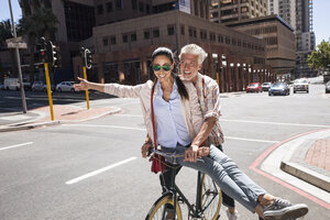 Mature couple meeting in the city - WESTF23512