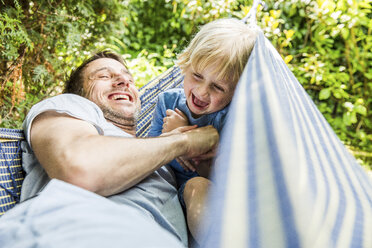 Laughing father and his little son together in a hammock - SPFF00042