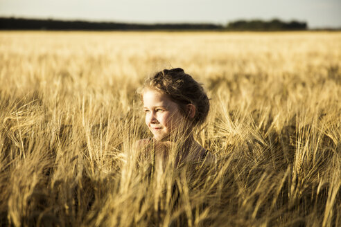 Girl in grain field - MOEF00098