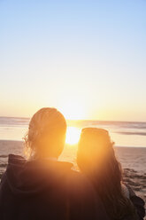 Portugal, Algarve, couple on the beach at sunset - JRF00344