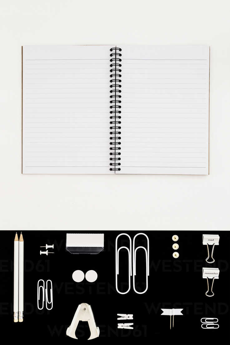 White office utensils on black background and notepad on whilte background - MELF00188 - Melanie Kintz/Westend61