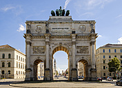 Germany, Munich, north facade of Victory Gate - SIEF07503