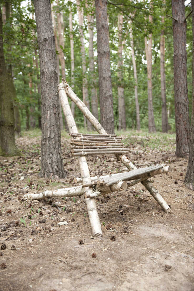 Self-made wooden chair in forest - MFRF01054 - Michelle Fraikin/Westend61