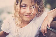 Portrait of smilng blond girl - SIPF01694