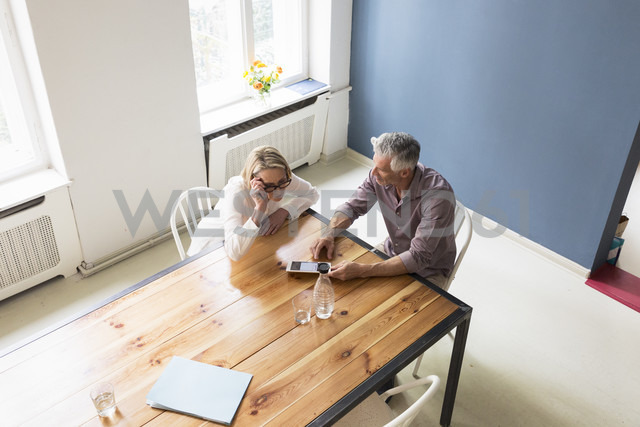 Mature couple using tablet at home - RBF05861