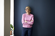 Portait of confident mature woman at home - RBF05870