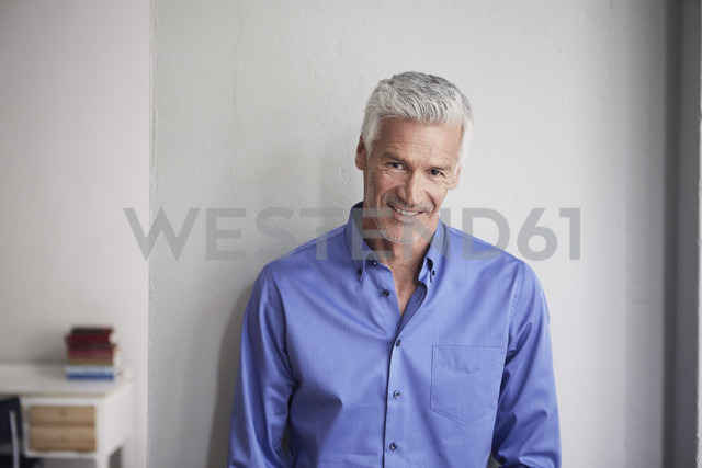 Portrait of smiling mature man leaning against wall - RBF05951