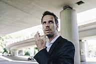 Businessman using portable glass device - KNSF02476