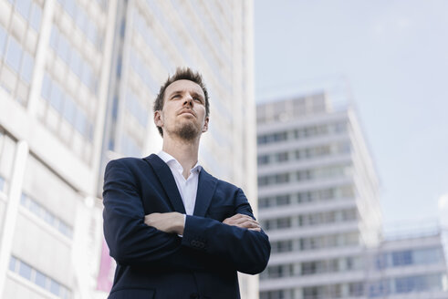 Portrait of confident businessman in the city - KNSF02527
