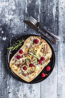 Homemade pizza with zucchini, mozzarella, ricotta, bacon and raspberries - SARF03357