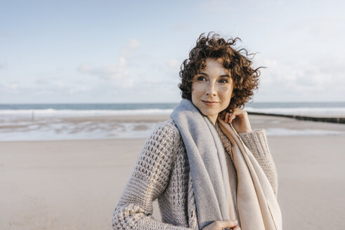 Portrait of smiling woman on the beach - KNSF02629