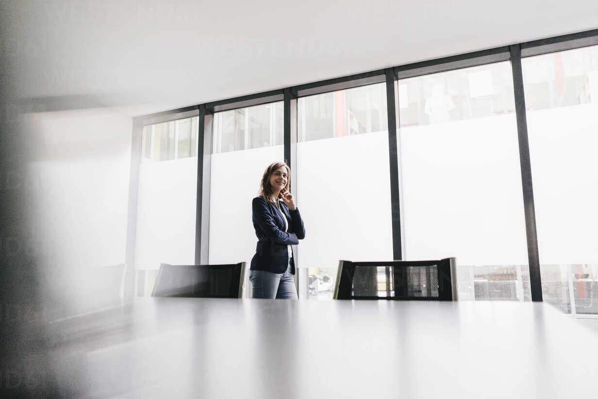 Successful businesswoman standing in board room - KNSF02846 - Kniel Synnatzschke/Westend61