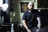 Portrait of tattoo artist in studio - IGGF00168