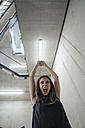 Screaming woman in staircase - JOSF01607