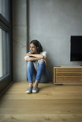 Relaxed woman listening to music at home - JOSF01655
