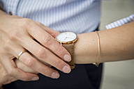 Businesswoman wearing wrist watch, close-up - JUNF00910