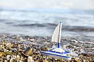 Toy boat at lakeshore - MIDF00881