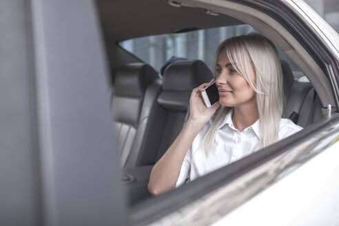 Businesswoman on cell phone in car - VPIF00037